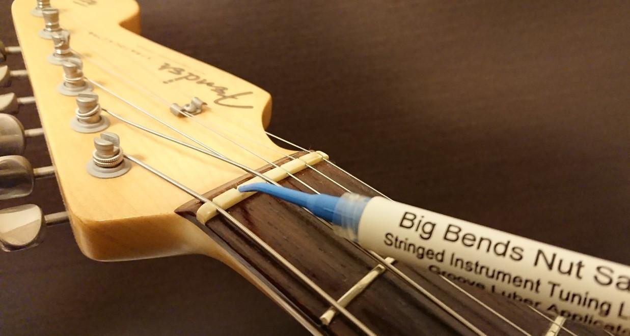 ギターナットにナットソース塗付
